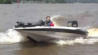 Bass Boat Crash bij 100 km per uur: gebroken botten, bewusteloos, maar overleefd