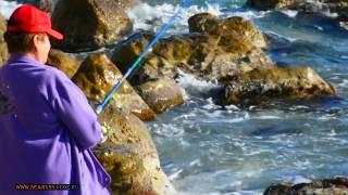ЖЕНСКАЯ РЫБАЛКА В КРЫМУ НА ЧЁРНОМ МОРЕ В ШТОРМ В НОЯБРЕ WOMEN S FISHING IN CRIMEA ON THE BLACK SEA