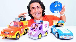 Çizgi film oyuncakların–Doc MacStuffins, itfaiyeci Sam ve Pinypon polisin eşyalarını ayırıyoruz