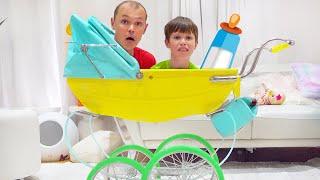 Макс и папа чинят трактор