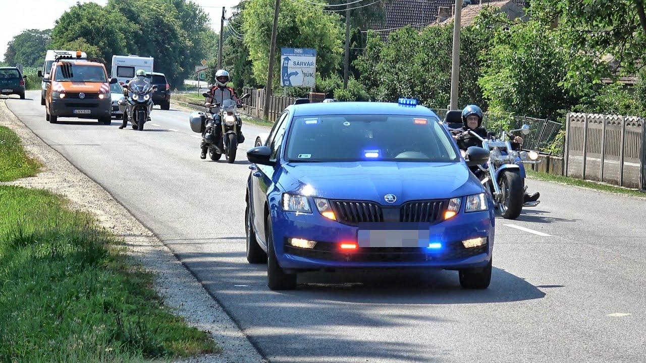"""A 84-es főút """"réme"""" - a civilnek látszó kék Skoda Octavia rendőrautó"""