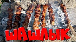 Как замариновать ШАШЛЫК. Маринуем шашлык (свинину) 2мя способами. barbecue(В этом видео мы Вам покажем два самых удачных маринада для шашлыка. Первый маринад классический, второй..., 2016-05-03T20:31:53.000Z)
