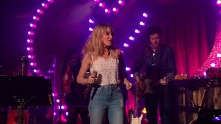"LIVE! Kylie Minogue ""Stop Me From Falling"" at Gorilla Manchester"