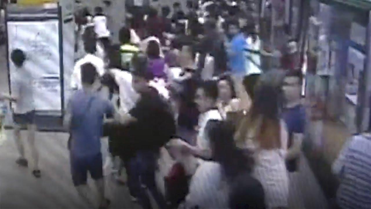 Αποτέλεσμα εικόνας για Passengers blindly follow screaming man rushing out of train