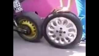 Moto con rueda de auto