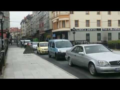 O asfaltado da Avenida de Galicia de Monforte colapsa a cidade
