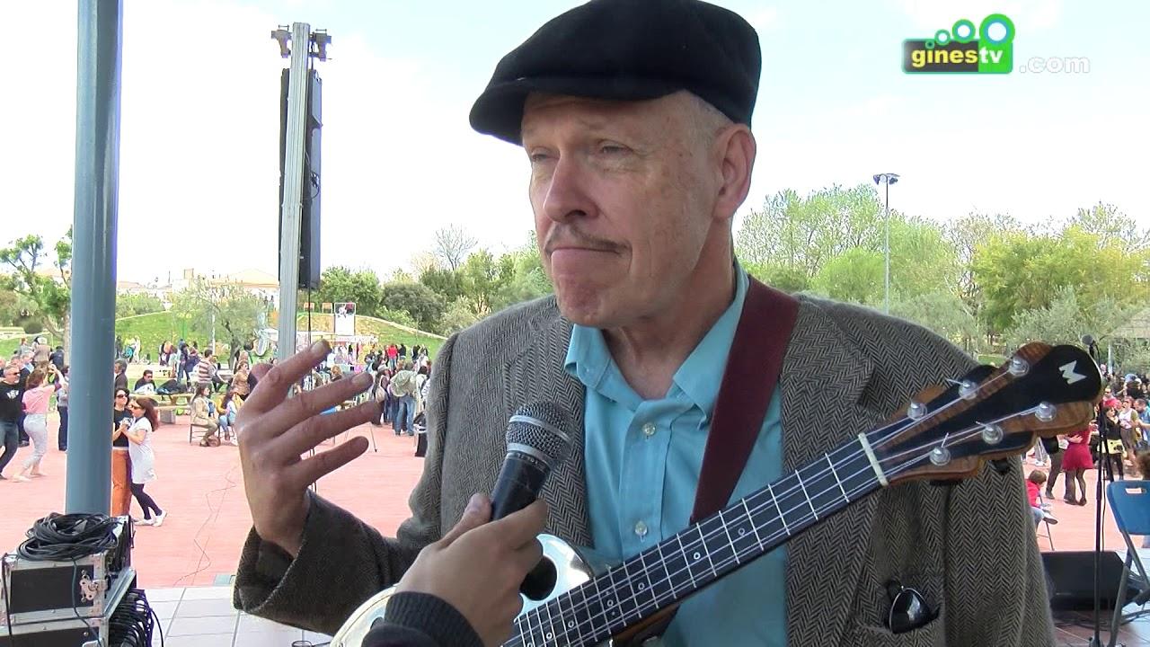 Gines dio la bienvenida a la primavera llenando el Parque Municipal a ritmo de swing