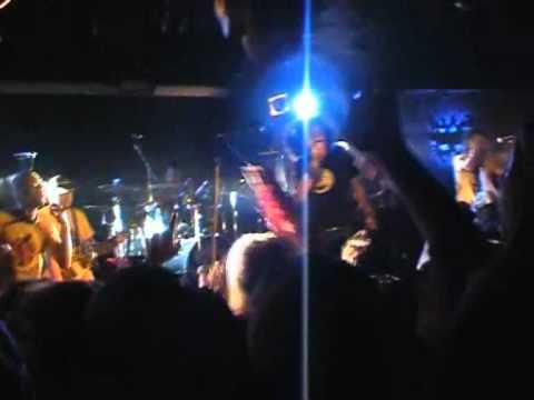 1.Caparezza - Nel paese dei balordi - Pozzuoli (NA) Havana Club 16-04-2004.wmv