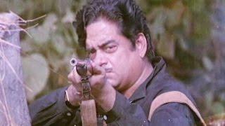 Shatrughan Sinha attacked by Goons - Aandhi Toofan, Action Scene 9/10