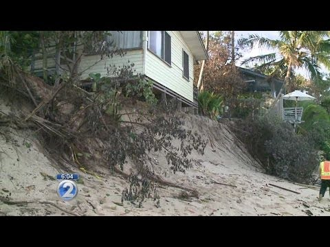City crews clean up Oahu erosion debris