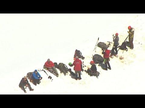 Mt. Hood climber dies after 400-foot fall