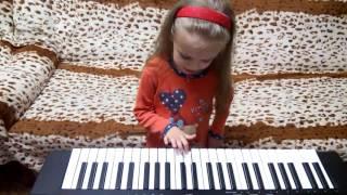 Дети играют на пианино, на синтезаторе.  Ярославе 4 годика, учим, играем на синтезаторе