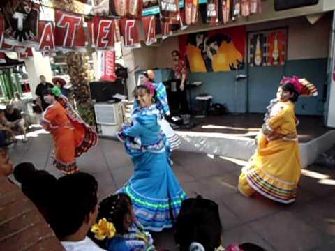 Cinco de Mayo at Las Casuelas 009.avi