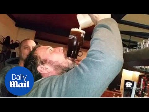Man does amazing pub trick with a pint of Guinness - Daily Mail