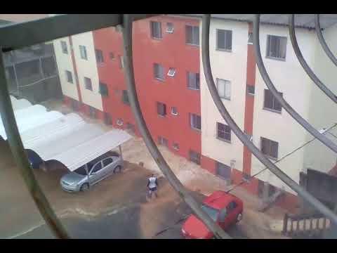 Muro de condomínio desaba durante temporal em BH