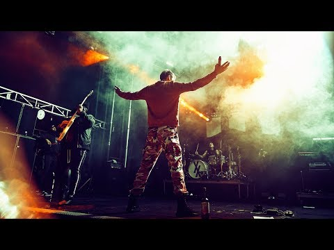 Machine Gun Kelly - Golden God (Live in the Rain 2018) | Solarshot