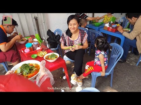 Vietnam Street Food 2018 popular & cheap - Vietnamese Crab Noodle Soup