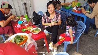 Vietnam Street Food 2018 popular & cheap - Vietnamese Crab Noodle Soup