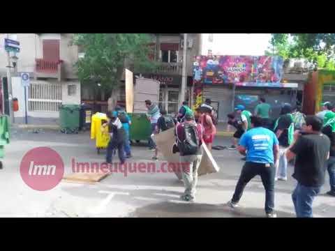 Tensión y caos en Neuquén: ATE se enfrentan contra la Policía