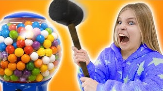 Amelia and Avelina get sweets and a giant gumball machine - Funny stories for kids