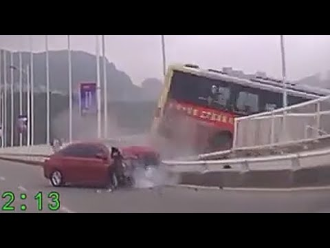 重庆公交车坠江瞬间(修复版)60fps