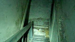 Urban Exploration Abandoned Buildings:  Into the basement