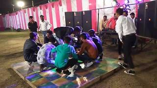 Bihadi anpadh hali te tang rhu jan jali ye  With my all friends dance to Agra