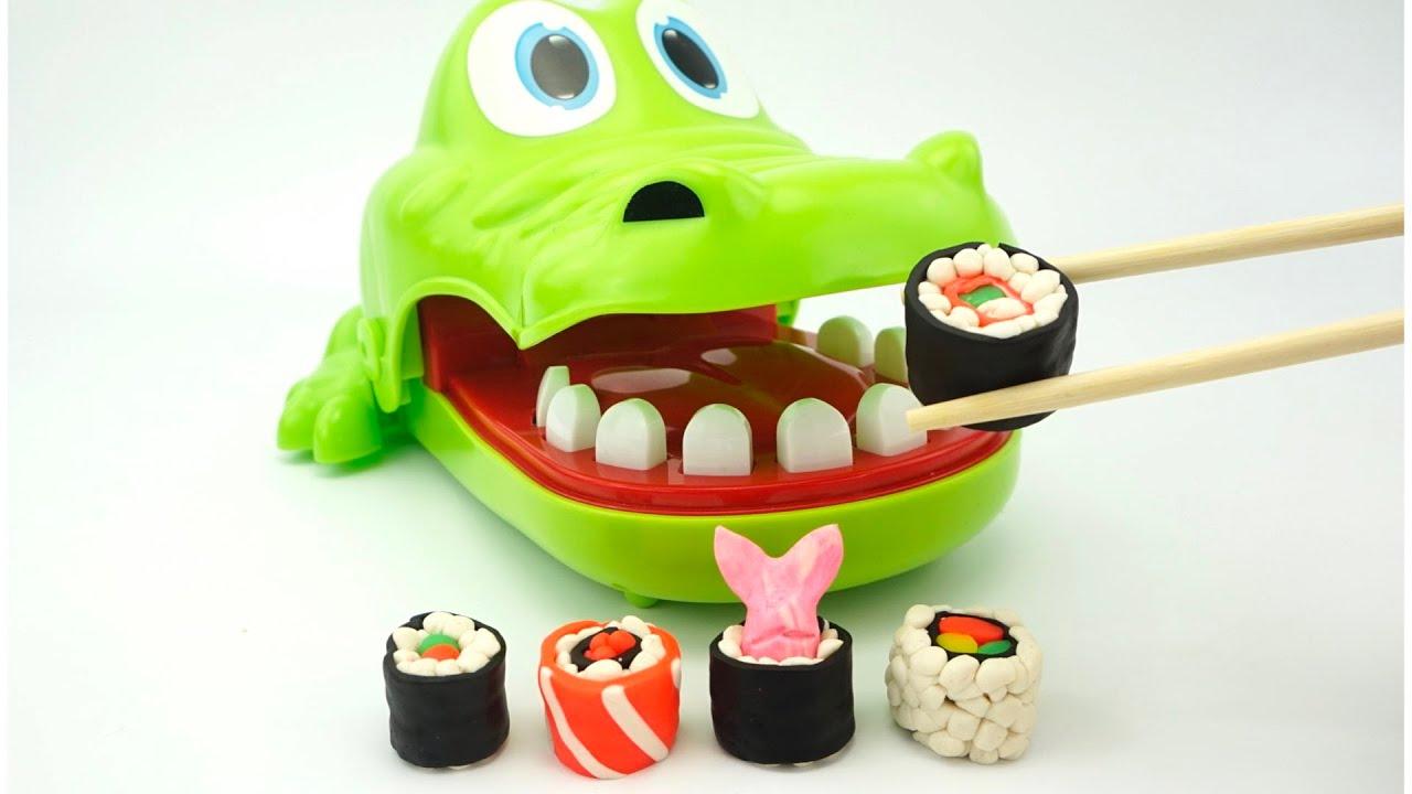 Крокодил Никита и Игрушкин ТВ лепят суши и роллы из пластилина.