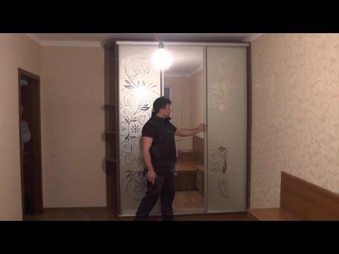 Угловые витрины, угловой шкаф витрина для гостиной
