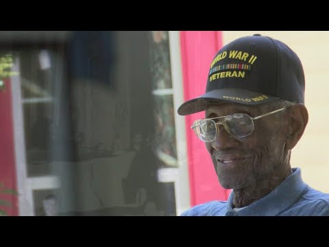 Oldest World War II veteran, Austin's Richard Overton, dies at 112