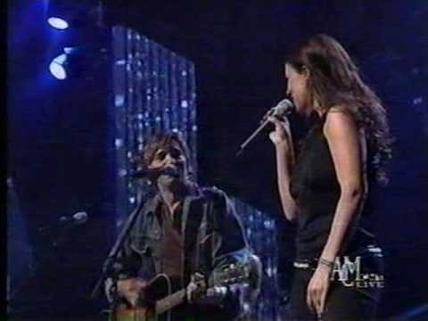 Sara Evans & The Warren Brothers - That's the Beat of a Heart (LIVE)