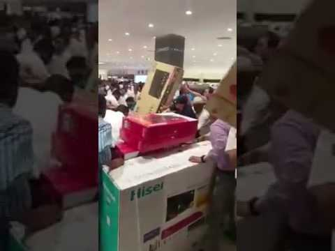 Shopping centre in Saudi Arabia everything declared free for 30 minutes (Wow)