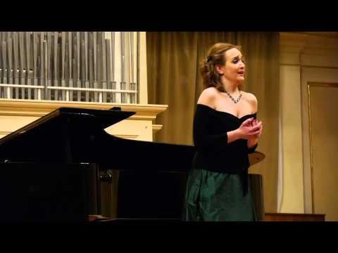 Alexandra Sherman sings: Benjamin Britten.