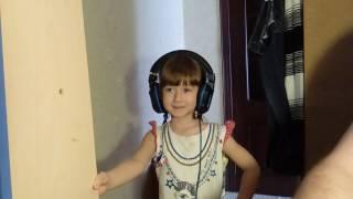 Песня Василисы - Красками разными - неудачная версия. Поем караоке. We sing karaoke.