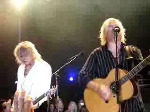 def-leppard-two-steps-behind-live-hysteriagirl89