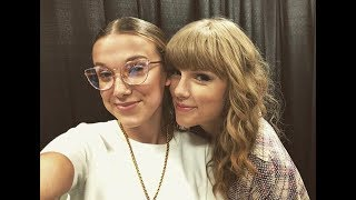 Millie Bobby Brown with her sister in the recital of Taylor Swift