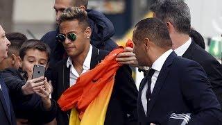 When Neymar Goes Out in Public