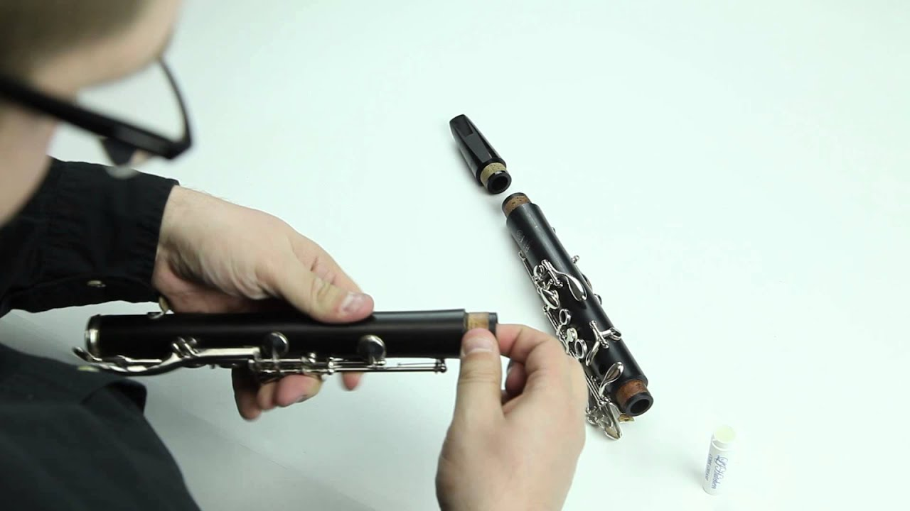 how to hold a clarinet properly