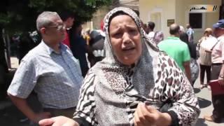 بالفيديو.. والدة طالبة تبكي: «بندفع فلوس التظلمات ومحدش بيجبلي حقي»
