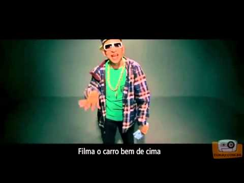 Plaque de 100 narrando o clipe