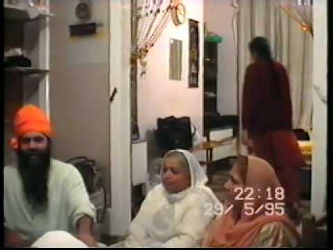 MASKEENJI FAMILY SURAJ JOGI KIRTAN AT HOME - YouTube