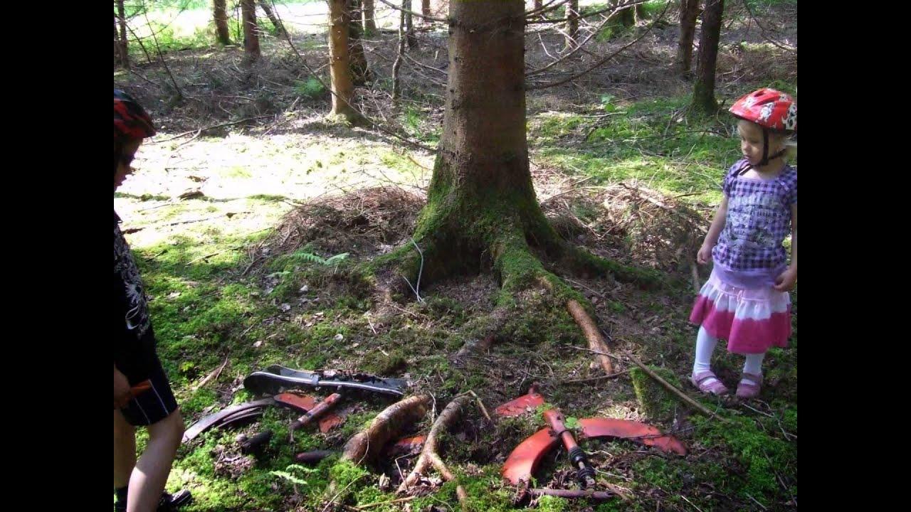 Moped unter baum eingewachsen youtube for Baum pflanzen