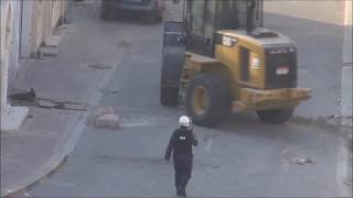 Bahrain : Police working on Opening The Roads in Nuwaidrat Village on strike Morning