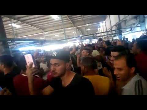 عمال الاستثمار في الشارع بعد اغلاق مصنع اوراجلو ايجيبت ابوابه بسبب مطالبتهم بالزيادة