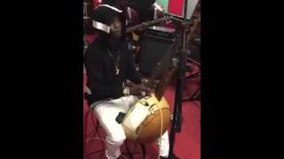 SIDIKI diabate en preparation pour le concert du 10 AVRIL