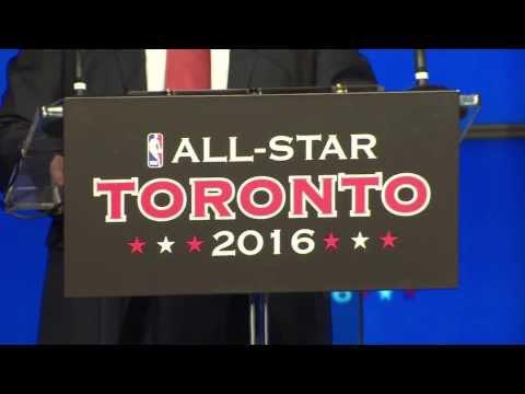 Drake joins the Toronto Raptors