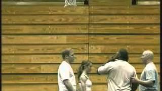Девушкой играют в баскетбол, girl basketball