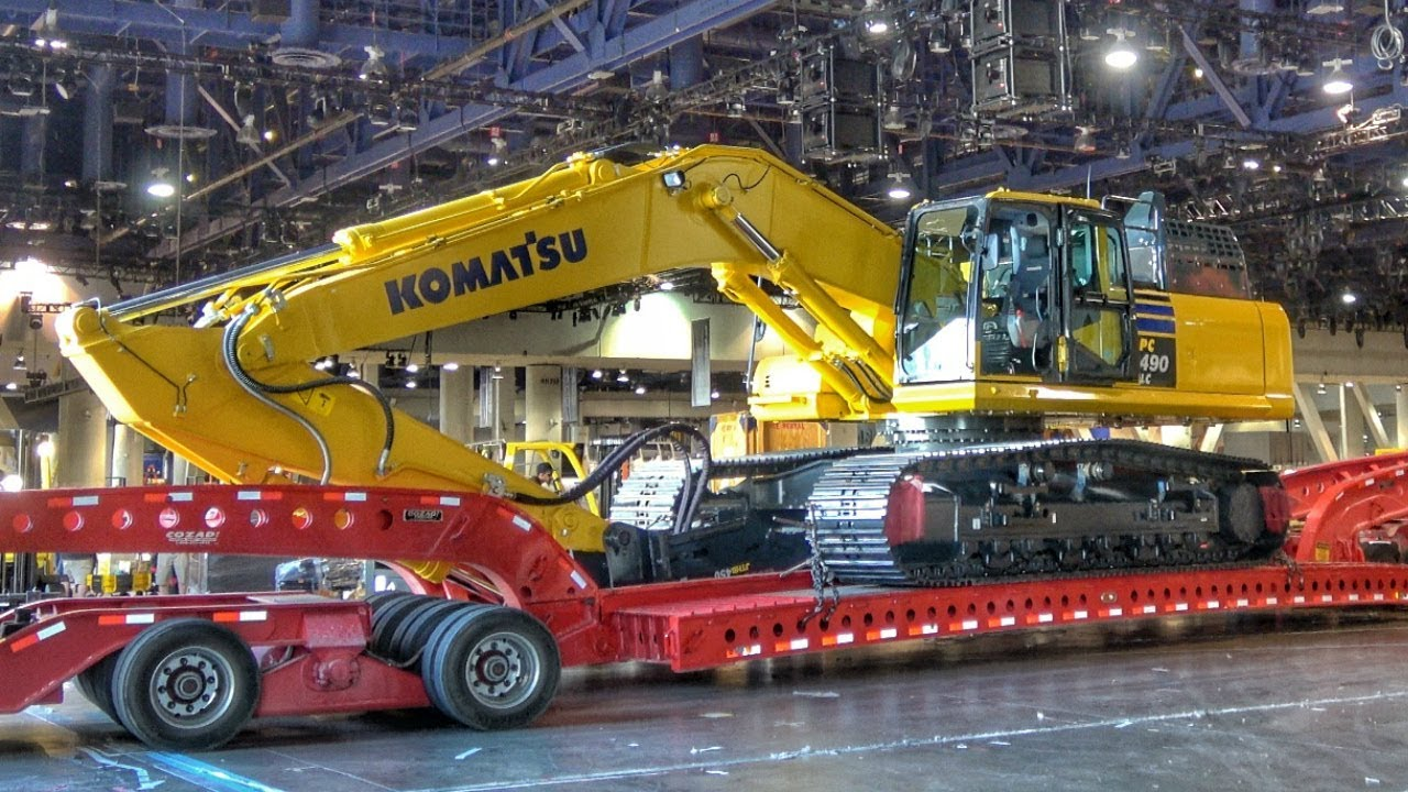 Loading And Moving The Komatsu Pc490lc Excavator Youtube