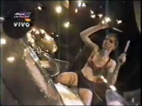 L7 - Freak Magnet/Shove (Live Hollywood Rock)