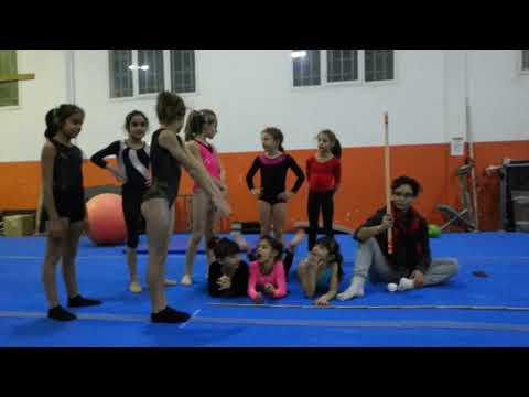 Baby SALTO IN LUNGO CHALLENGE ginnastica artistica